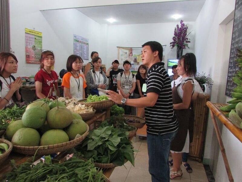Chuyến thăm các vườn rau hữu cơ của đoàn sinh viên đến từ Nhật Bản