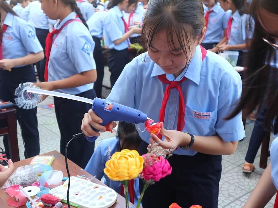 Sáng tạo quà tặng tri ân thầy cô từ vật liệu tái sử dụng