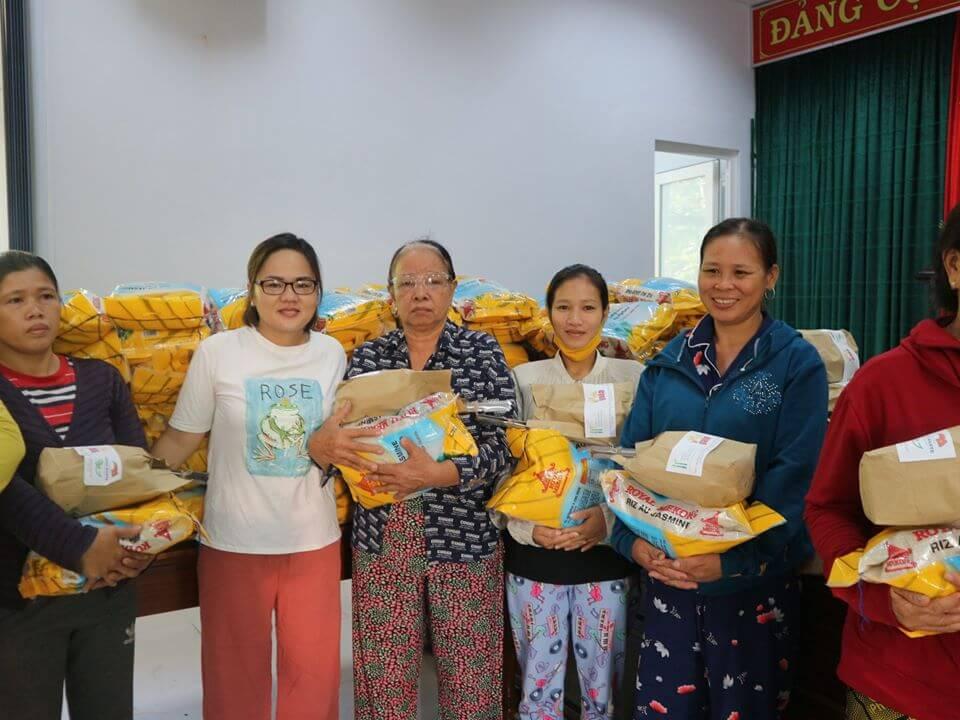 Hỗ trợ 488 suất quà cho người lao động thu gom phế liệu